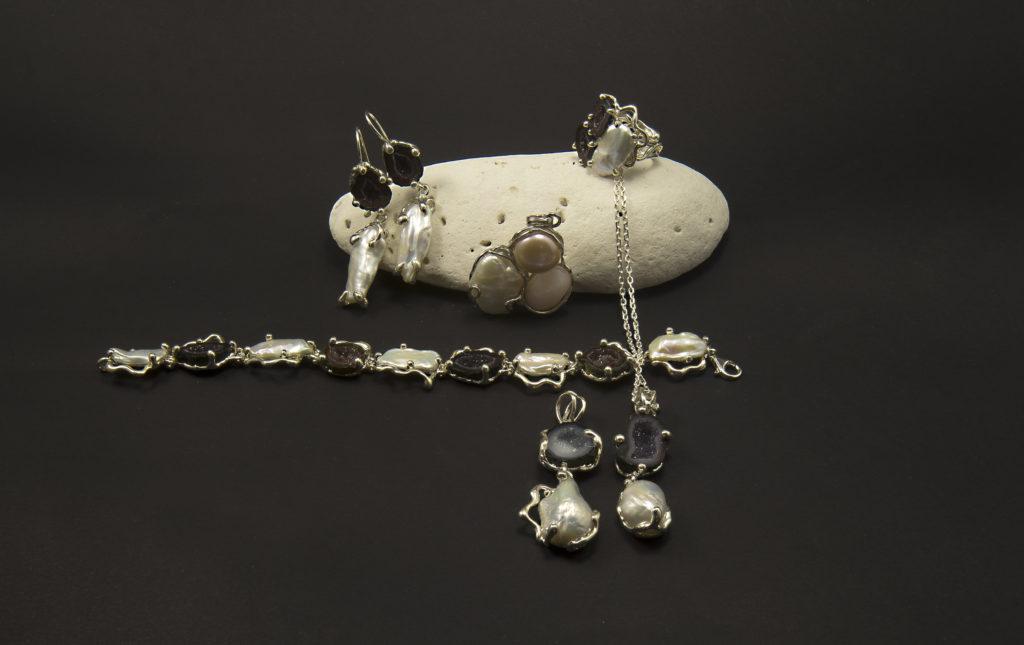 Parure argento geodi e perle scaramazze