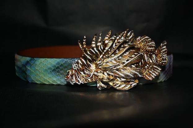 Cinta pitone con fibbia smaltata in argento 925 completamente realizzata a mano.